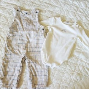 Janie and Jack 12-18 months 2 pc set.